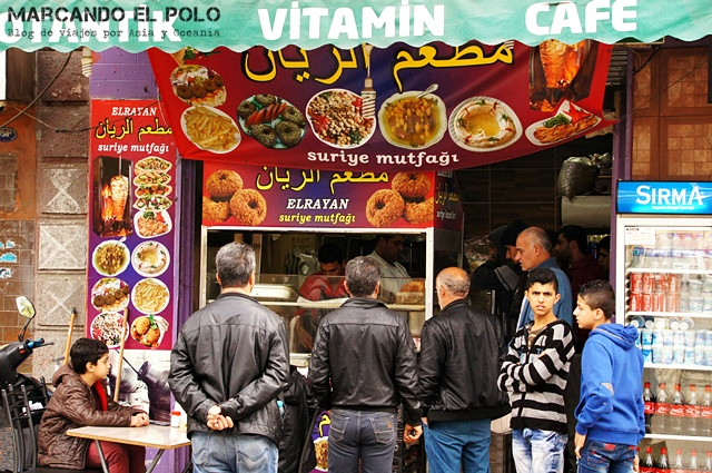 Todo-refugiado-es-politico-restaurante-sirio-Izmir