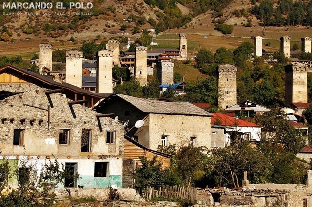 Las casas se construían con torres de defensa en Svaneti