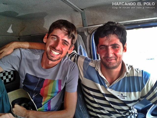 Viajar a dedo Irán - camion