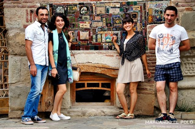 Con Irakli, Tiko y Temuri, los chicos que nos alojaron en Tbilisi