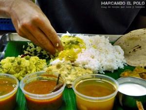 Salud en India - comer con la mano