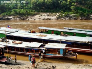 Transporte en el Sudeste asiatico: Slowboat, Laos