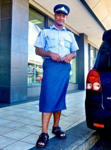 Viajar a Samoa - Pollera lavalava policia