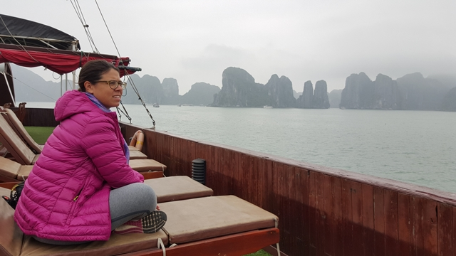Tour a Halong Bay - Interior barco Hanoi Brother Inn and Travel