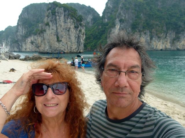 Tour a Halong Bay