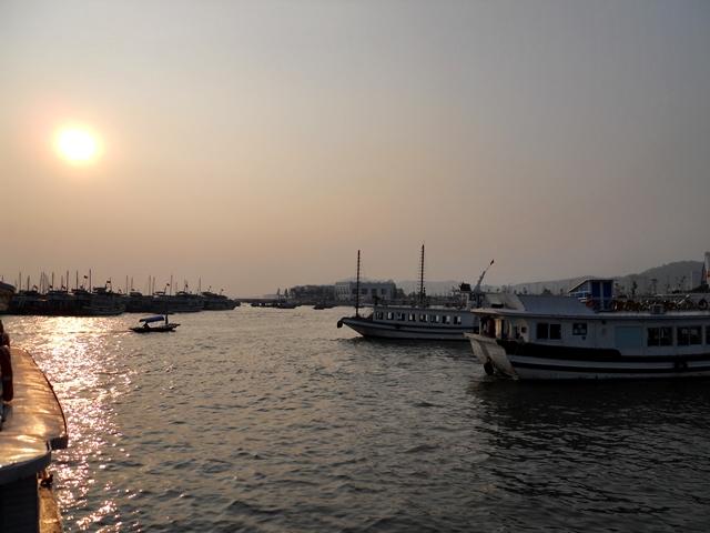 Tour a Halong Bay - Puerto