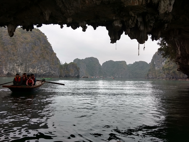 Tour a Halong Bay - kayak