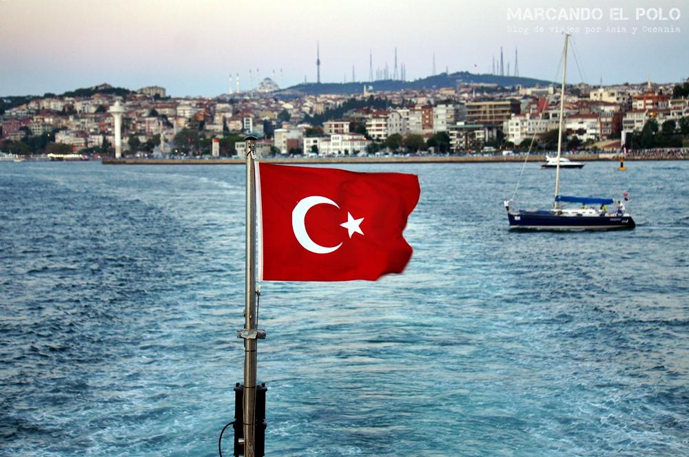 Mejor zona para alojarse en Estambul - Cruzando el Bósforo