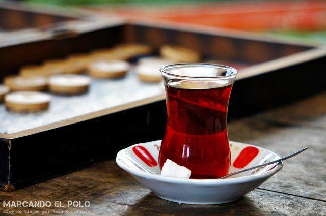 Curiosidades del té turco: té y tavla