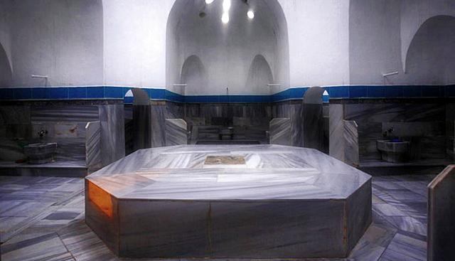 Hamam no turistico de Estambul - Cama de marmol