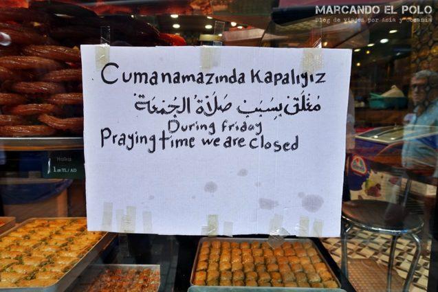 Cerrado por el rezo de los viernes