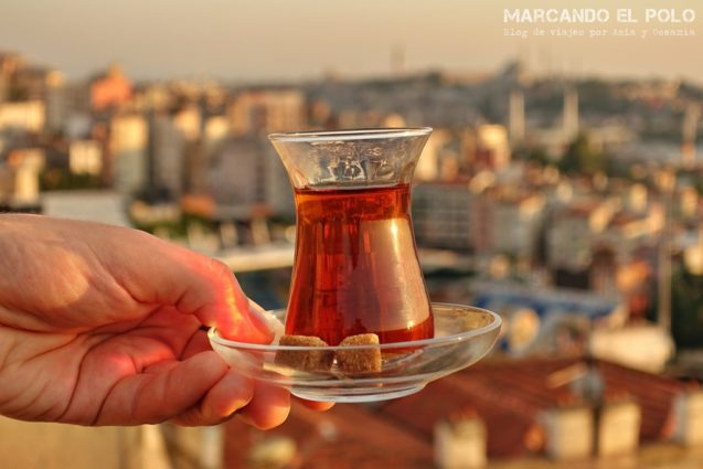 Curiosidades del té turco: té y azúcar en cubos