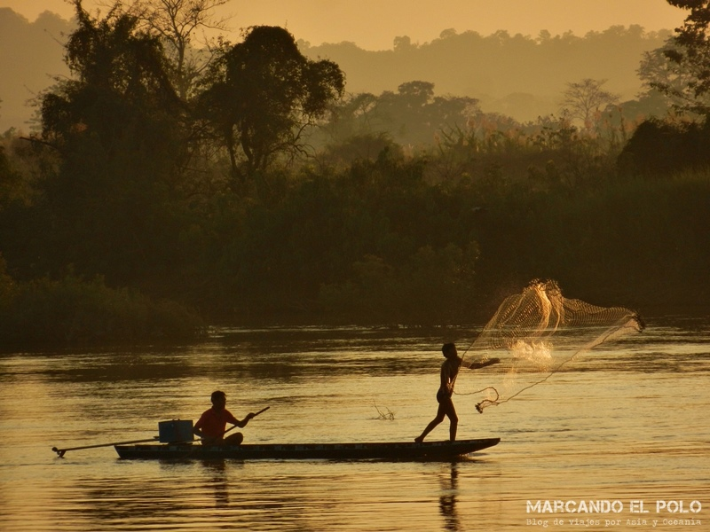 Viajar al Sudeste Asiatico - Pescadores en Laos